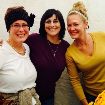 Jennifer, Tracey and Shelley from Happy Day Antiques at the Gold Rush Festival