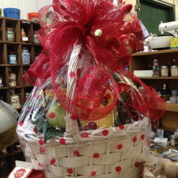 Custom holiday gift basket - Valentine's Day