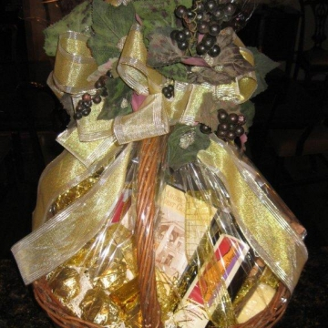 Custom holiday gift basket - wine theme